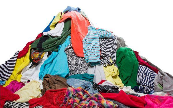 Một đống quần áo