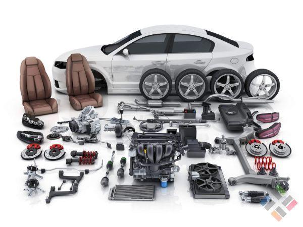 Một chiếc ô tô và nhiều phụ kiện